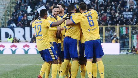 Para pemain Juventus melakukan selebrasi atas Bologna. - INDOSPORT