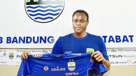 Ilustrasi Victor Igbonefo resmi mengenakan jersey Persib Bandung. - INDOSPORT