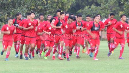 Suasana latihan perdana Persija Jakarta di Lapangan Sutasoma, Halim, Jakarta. - INDOSPORT