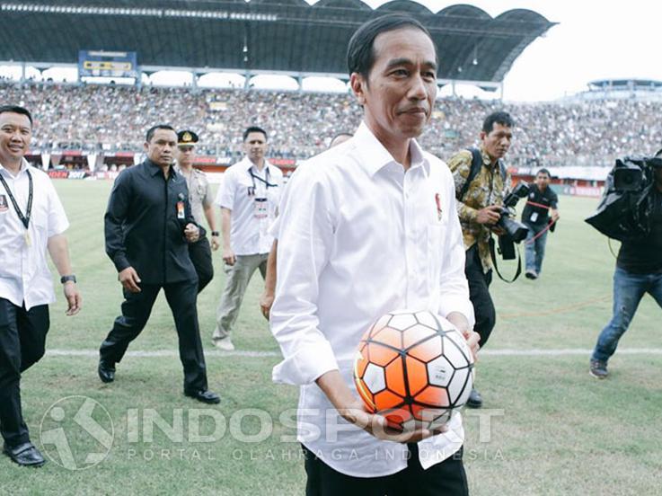 Presiden Jokowi membuka Piala Presiden 2017 Copyright: INDOSPORT
