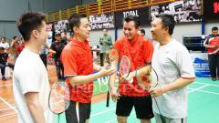 Indosport - Canda tawa Iman Nahrawi, Kevin Sanjaya, Candra Wijaya dan Ricky Soebagdja.