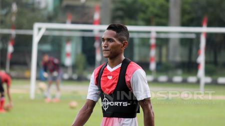 Penggawa klub Liga 1 Tira Persikabo, Abduh Lestaluhu bersyukur dapat merayakan ibadah puasa di kampung halaman, Ternate - INDOSPORT