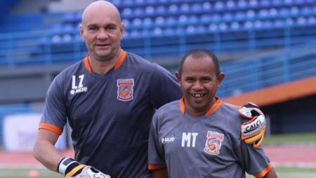 Luizinho Passos (kiri) mendapat pujian setelah Gianluca Pandeynuwu tampil brilian di laga pekan ke-22 Shopee Liga 1. - INDOSPORT