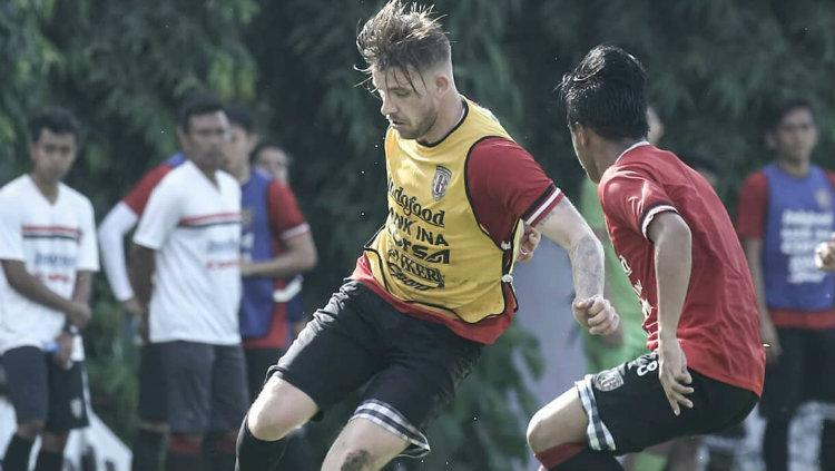 Kevin Brands di sesi latihan Bali United. Copyright: Instagram Bali United