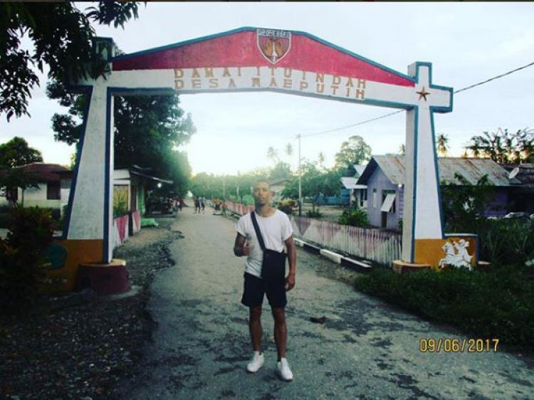 Gaston saat berada di kampung halamannya, Waeputi, Ambon Copyright: instagram