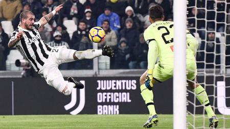Aksi Stefano Sturaro di laga babak 16 besar Coppa Italia saat masih membela Juventus. - INDOSPORT