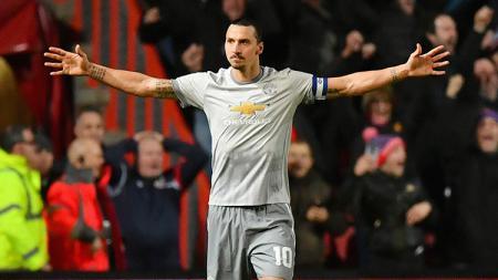 Selebrasi Zlatan Ibrahimovic setelah berhasil membobol gawang Bristol pada menit ke-58'. - INDOSPORT