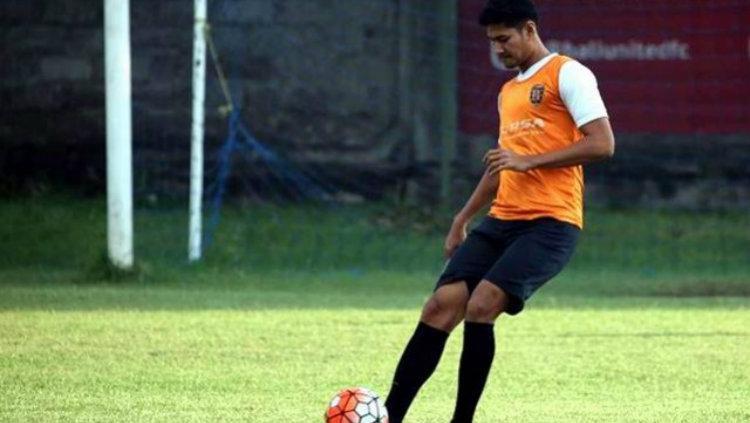 Abdul Rahman saat masih memperkuat Bali United. Copyright: Internet