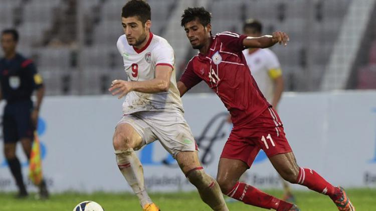 Nuriddin Davronov (kiri) , pemain anyar Madura United Copyright: FIFA