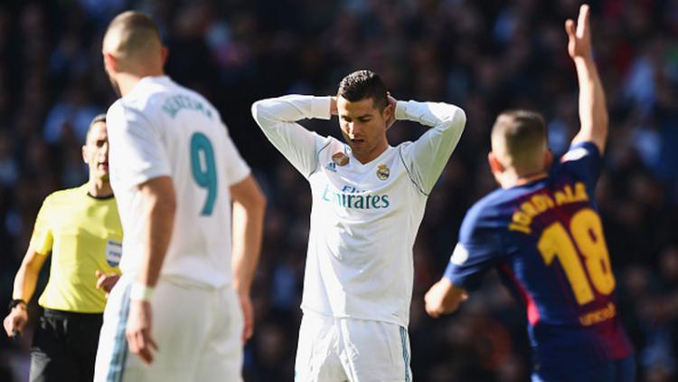 Ekspresi Ronaldo pasca gagal mencetak gol ke gawang Barcelona. Copyright: INDOSPORT