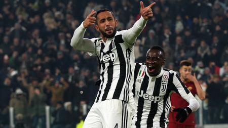 Medhi Benatia rayakan gol yang ia cetak saat melawan AS Roma. - INDOSPORT