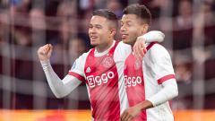 Indosport - Justin Kluivert merayakan gol bersama temannya satu tim.
