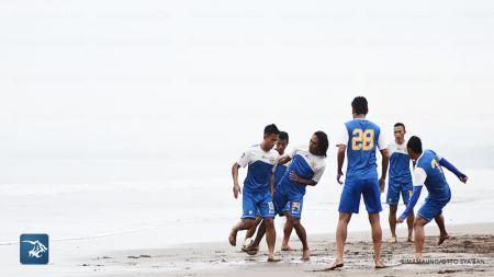 Persib Bandung latihan di Pangandaran - INDOSPORT