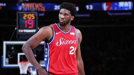 Penampilan buruk Joel Embiid membuat Philadelphia 76ers dibekuk Atlanta Hawks di semifinal wilayah di playoff NBA. Kedua tim pun kini berbagi skor imbang 2-2. - INDOSPORT