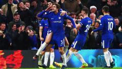 Indosport - Selebrasi Marcos Alonso usai mencetak gol ke gawang Brighton.