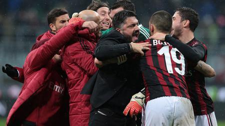 Selebrasi para pemain AC Milan usai laga melawan Inter Milan. - INDOSPORT