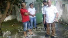 Indosport - Ketum PSSI sekaligus Penasihat PSMS menengok kondisi mes klub.