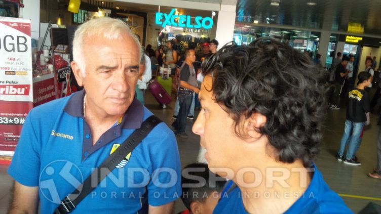 Mario Gomez dan Fernando Soler. Copyright: INDOSPORT/Arif Rahman
