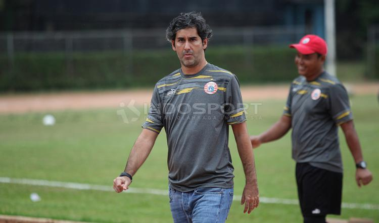 Pelatih Persija Jakarta, Stefano Cugurra Teco. Copyright: Herry Ibrahim/Indosport.com