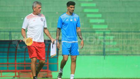 Bek Arema FC, Arthur Da Rocha. - INDOSPORT