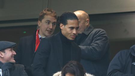 Virgil van Dijk hadir di Anfiled untuk menyaksikan Liverpool vs Leicester.. - INDOSPORT