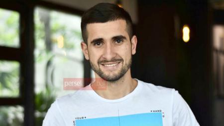Fatkhullo Fatkhulloev resmi menjadi pemain Persela Lamongan. - INDOSPORT