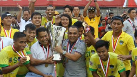 Yudhi Apriyanto bersama tim Cilegon United. - INDOSPORT