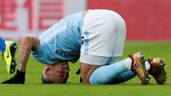 Indosport - Gabriel Jesus meringis kesakitan