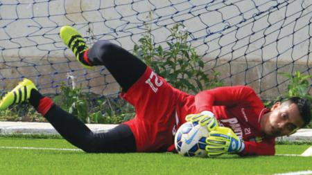Penjaga gawang Sriwijaya FC, Imam Arief Fadillah, mengaku siap menampilkan permainan terbaiknya di mana pun lanjutan kompetisi Liga 2 2020 digelar. - INDOSPORT