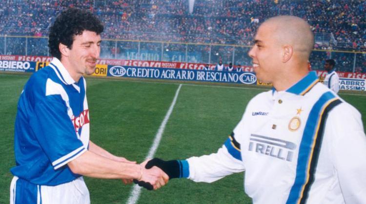Dario Hubner dan Ronaldo Copyright: Gazzeta
