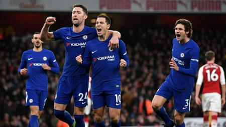 Eden Hazard (tengah) sedang melakukan selebrasi dengan rekan setimnya. - INDOSPORT