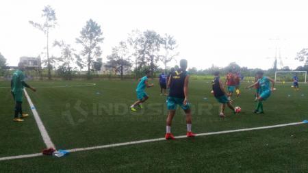 Situasi latihan perdana Bhayangkara FC di Sawangan, Depok. - INDOSPORT