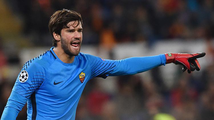 Alisson Becker saat mengawal gawang AS Roma Copyright: INDOSPORT
