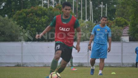 Manda Cingi di sesi latihan Sriwijaya FC - INDOSPORT