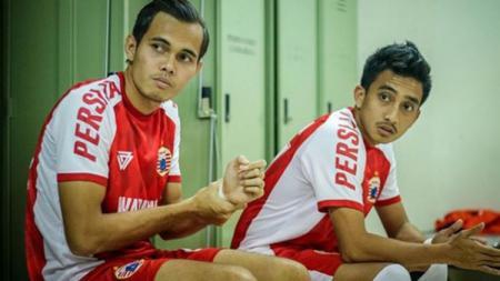 Rezaldi Hehanusa dan Fitra Ridwan saat berada di ruang ganti Persija. - INDOSPORT