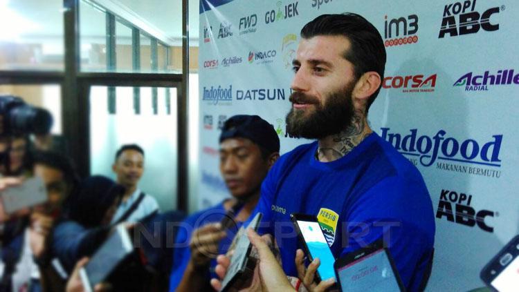 Bojan Malisic resmi berseragam Persib Bandung. Copyright: Arif Rahman/INDOSPORT