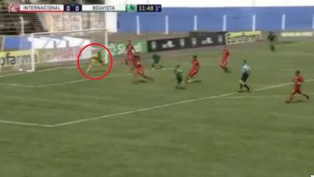 Carlos Miguel kiper raksasa yang bermain untuk Internacional de Porto Alegre. - INDOSPORT