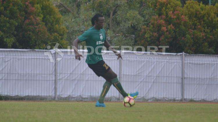 Mohammadou Al Hadji pemain seleksi Sriwijaya FC. Copyright: INDOSPORT/M.Effendi