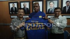 Indosport - Vigtor Igbonefo diberi kontrak panjang oleh Persib Bandung.