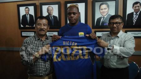 Vigtor Igbonefo saat resmi bergabung dengan Persib Bandung. - INDOSPORT