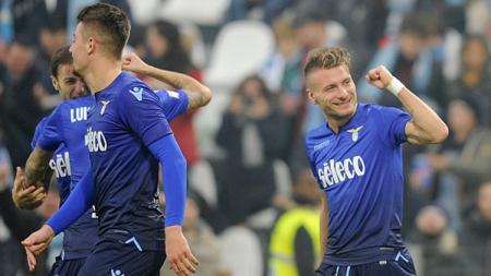 Striker Lazio, Ciro Immobile, masih memimpin daftar top skor sementara Eropa dengan torehan 25 gol. - INDOSPORT