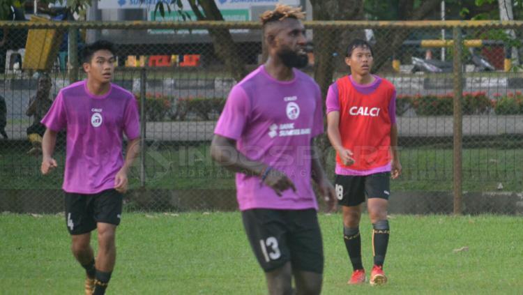Yanto Basna latihan di Sriwijaya FC Copyright: Muhammad Effendi/INDOSPORT