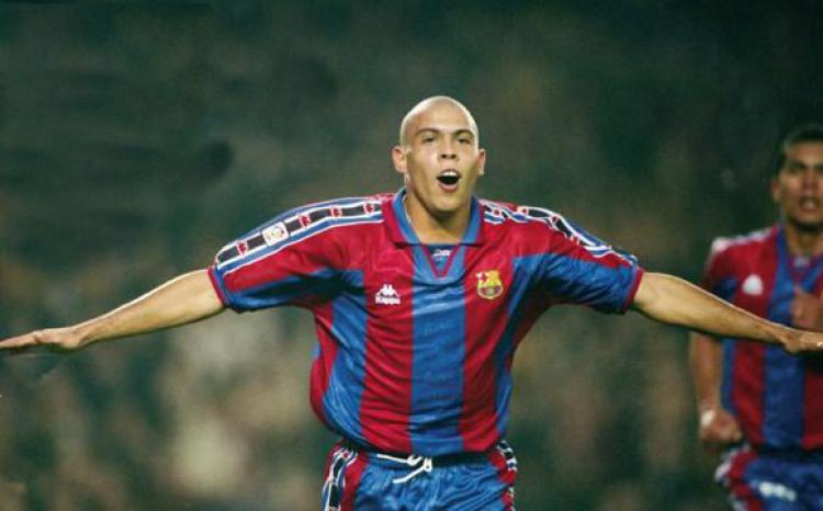 Ronaldo ketika memperkuat Barcelona Copyright: FC Barcelona