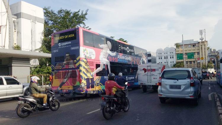 Logo cabang olaharaga di bus TransJakarta. Copyright: Annisa Hardjanti/INDOSPORT