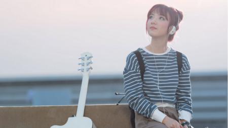 Jannine Weigel penyanyi asal Thailand. - INDOSPORT