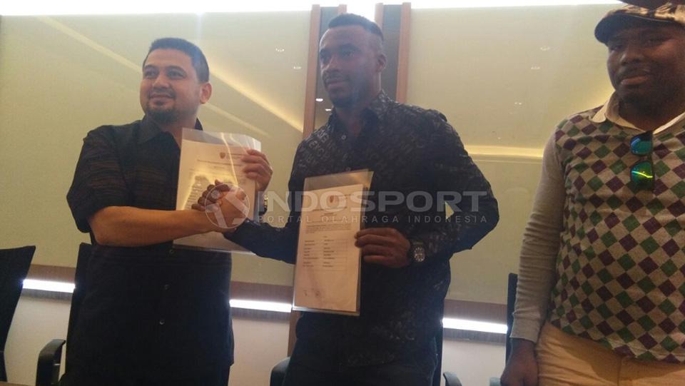 Striker anyar PSM Makassar, Guy Junior. Copyright: Reno Firhad Rinaldi/Indosport.com