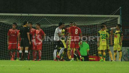 Ismed Sofyan terlibat argumen setelah pelanggaran terhadap pemain Kedah FA.