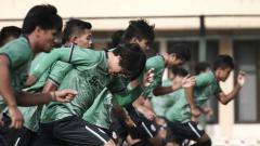 Indosport - Penggawa PSS Sleman saat jalani latihan di Stadion Maguwoharjo Sleman.