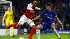 Indosport - Sengitnya laga antara Chelsea melawan Arsenal di Stamford Bridge.