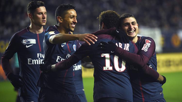 Para pemain PSG saat merayakan gol ke gawang Amiens SC Copyright: INDOSPORT